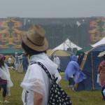 昨年の初日の雨に煙るサンステージ