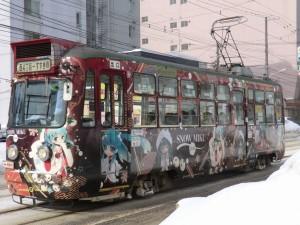 同じく市電212号車だけど、2012-13年シーズンに運行された雪ミク仕様