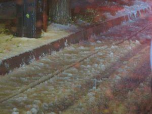 幹線道路の端にはこのように雪が積もっていた。
