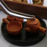 「てると」のミニチュア陶器。