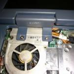 LCDのヒンジカバー