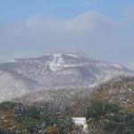 雪を被った手稲山