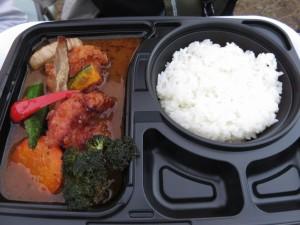 妻が食べたRojiura Curry SAMURAIのザンギと野菜のスープカレー。