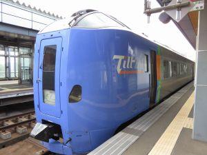 帯広駅で発車を待つキロ261-1103