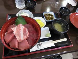 大間崎「大間んぞく」の3色マグロ丼