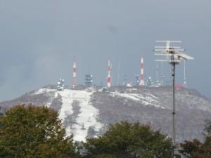 平年より三日早い初冠雪を記録した手稲山