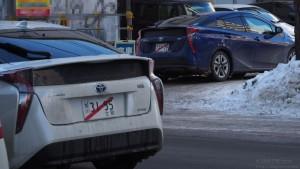 仮ナンバー付きのプリウス。先頭の一台(白い方)は運転していたのは女性で、札幌市内の運転に不慣れなのかおっかなびっくりと言った感じで駐車場に入って行った。