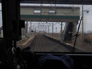 撫牛子駅を通過。